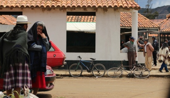 Colombian women and bicycles